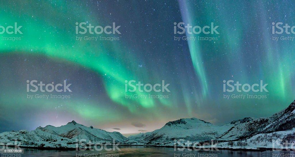 Luzes do Norte sobre a Ilhas Lofoten na Noruega - fotografia de stock
