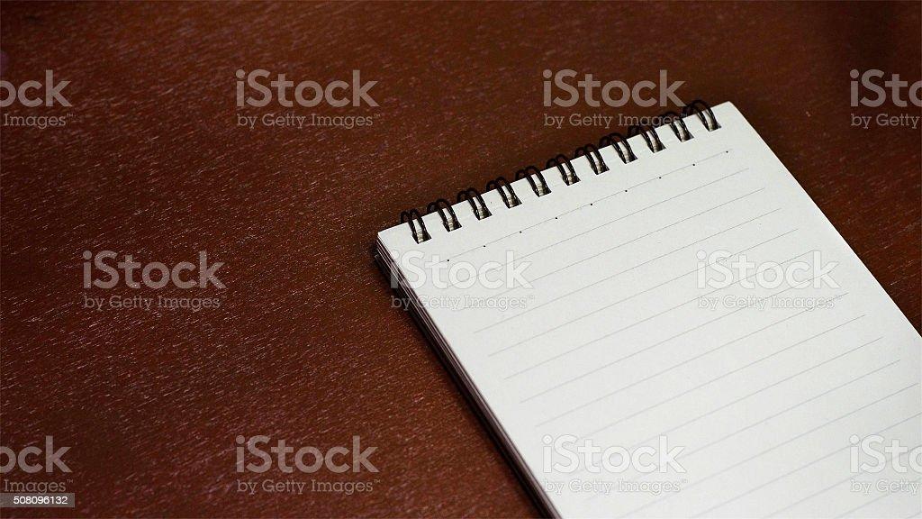Portátil en una mesa de madera foto de stock libre de derechos