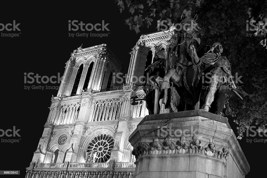 Notre Dame und das Karl der Große statue – Foto