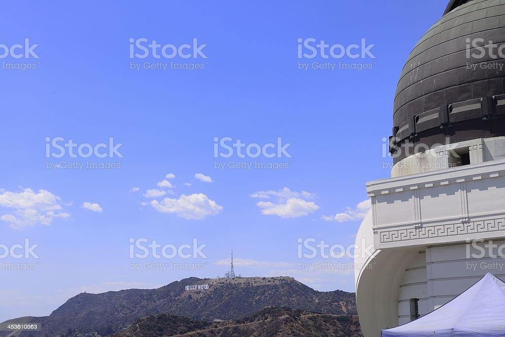 Observatorio cúpula y letrero de Hollywood - foto de stock