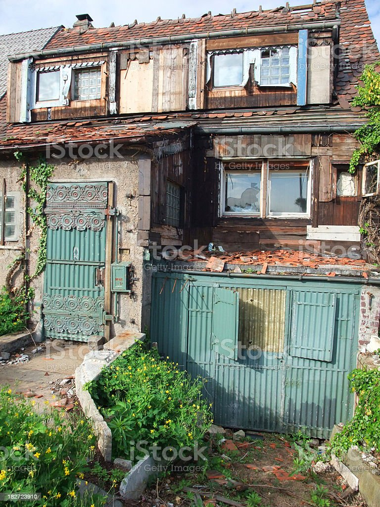 obsolete house - Reihenhaus royalty-free stock photo