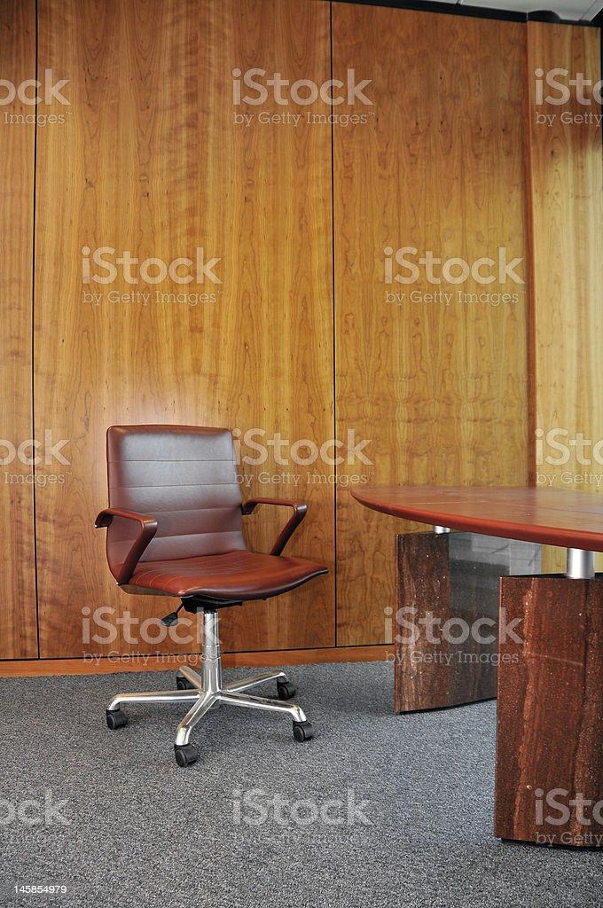Büro Stuhl und Schreibtisch Lizenzfreies stock-foto