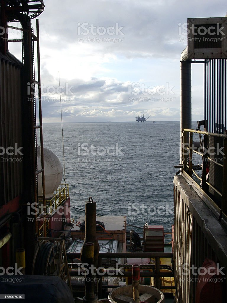 oil rig view with platform on horizon royalty-free stock photo
