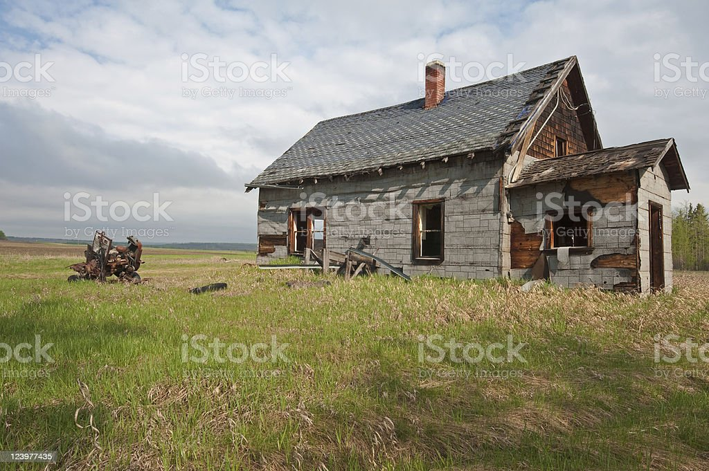old abandoned farm building: tar paper shack royalty-free stock photo