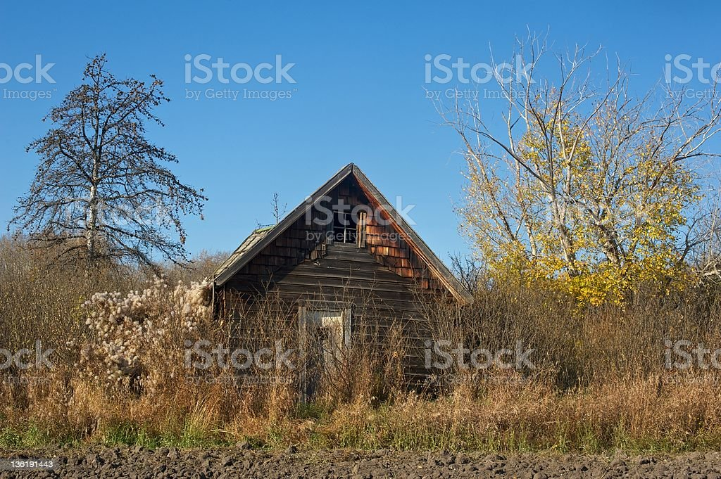 old abandoned farmhouse: derelict house on the edge stock photo
