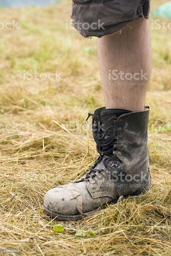 old bottes noires sur la jambe photo libre de droits