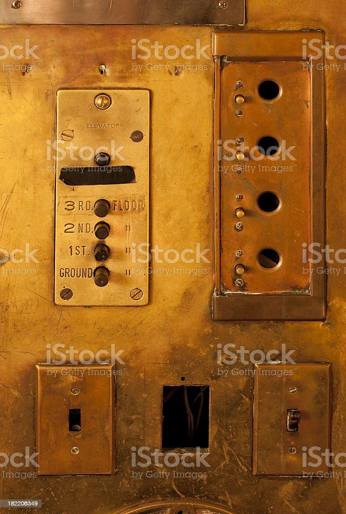 Alte Messing-Aufzug Lizenzfreies stock-foto