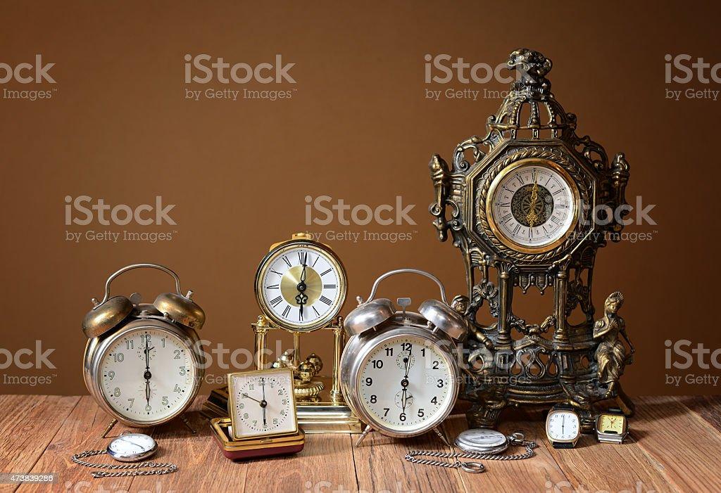 Old clocks, alarm clocks and handheld clocks on the table