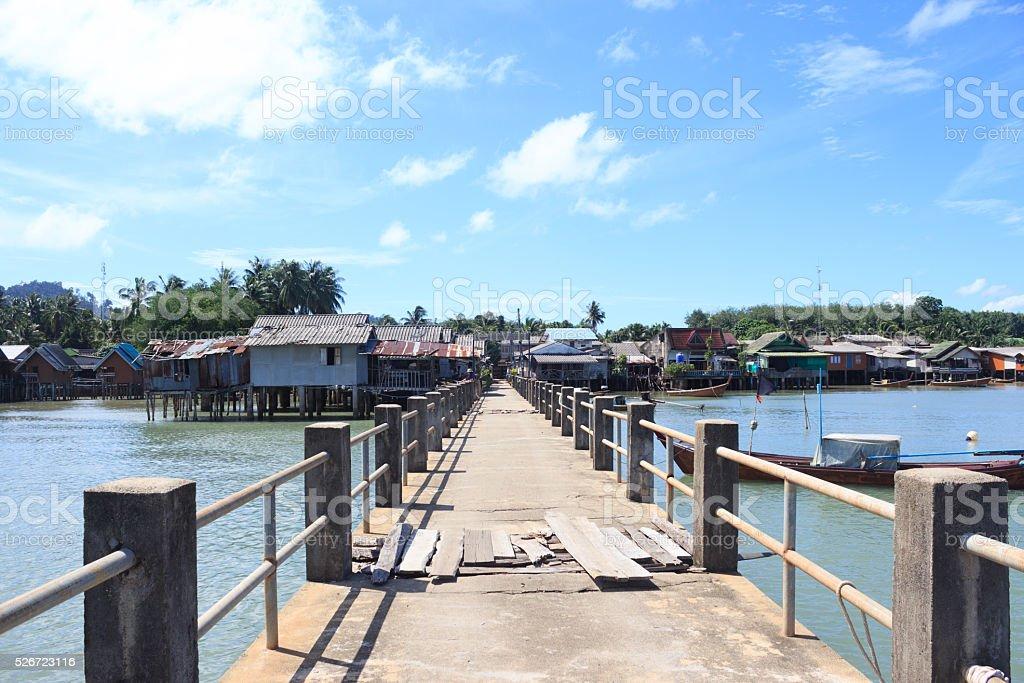 Старый мост в рыбацкий поселок pier-станция для iPod Стоковые фото Стоковая фотография