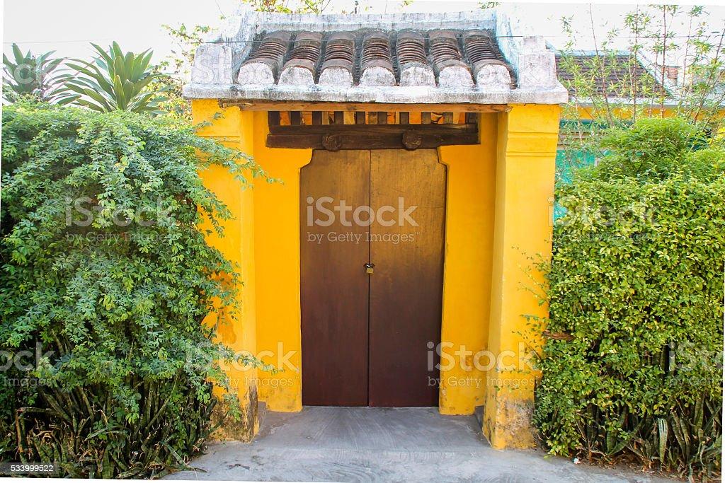 Vieille porte avec des couleurs vives photo libre de droits