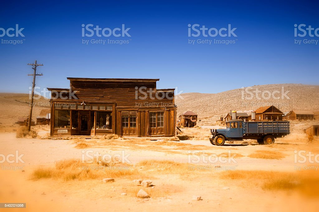old farmhouse and truck in the desert of California stock photo