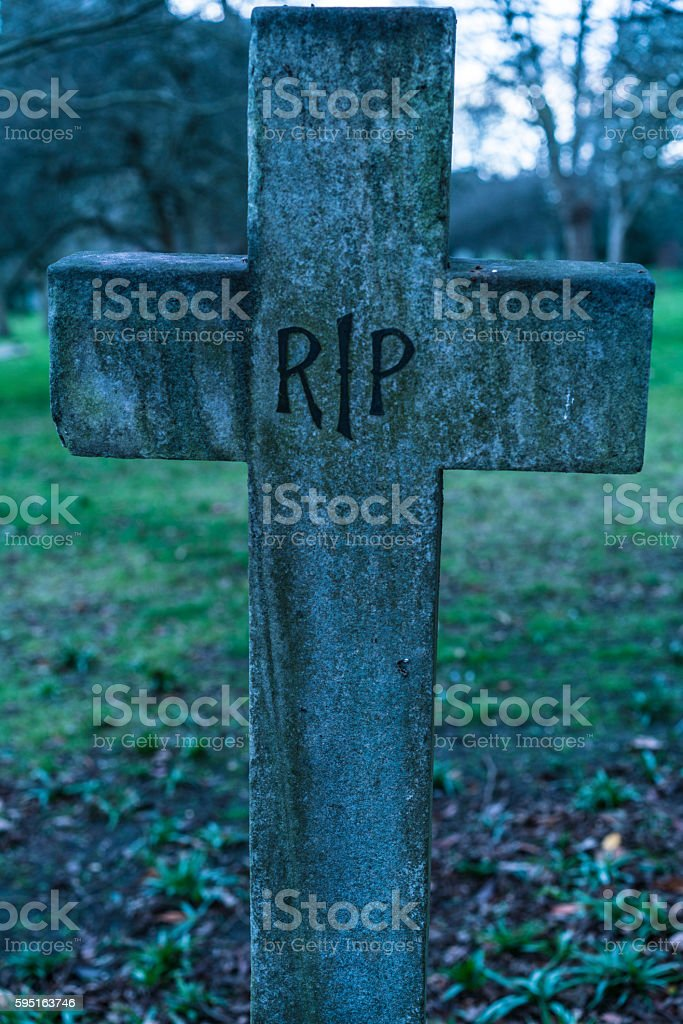 Old grave RIP Rest in peace crucifix on a cemetery Lizenzfreies stock-foto