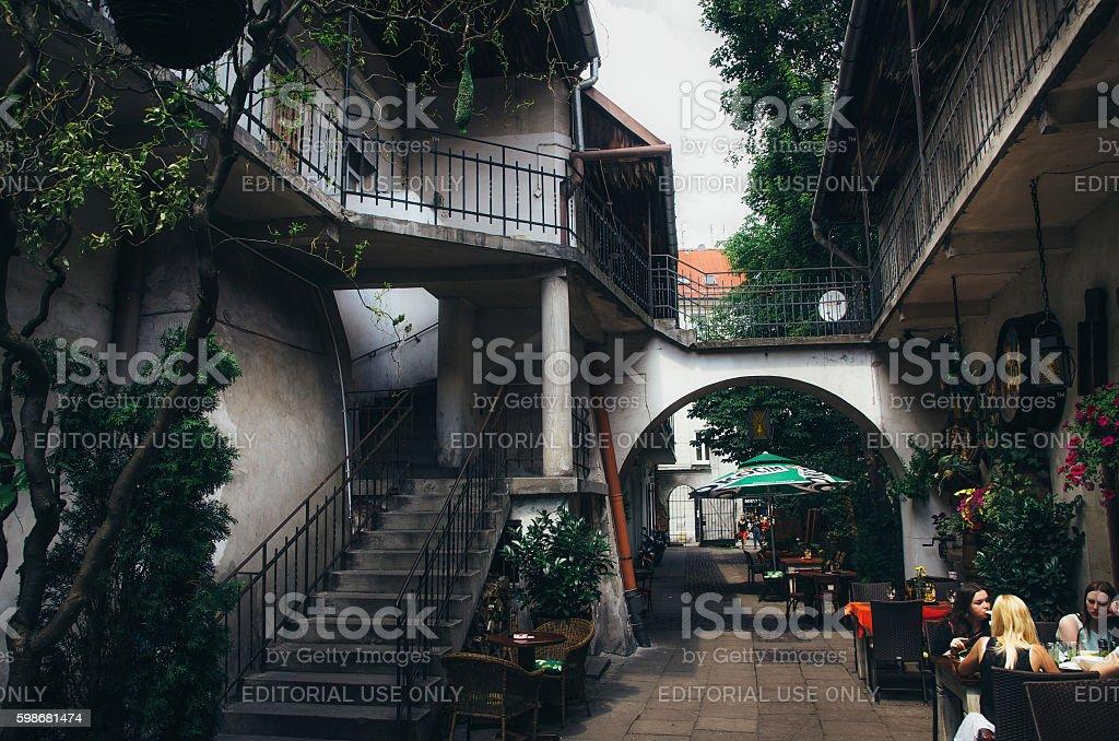 Old Jewish courtyard of Kazimierz in Krakow. стоковое фото