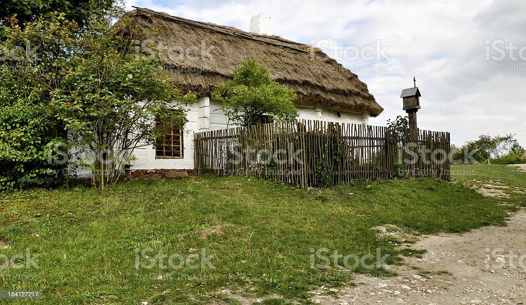 Alten Bauern-Haus mit Strohdach Lizenzfreies stock-foto