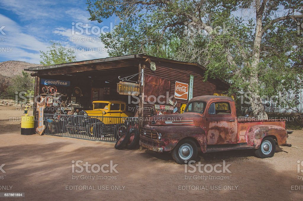 Old petrol station with vintage cars on Route 66, Hackberry stock photo