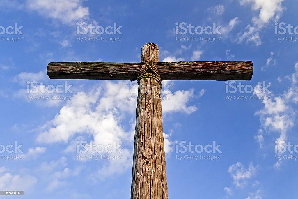 Vecchia croce resistente dal basso foto stock royalty-free