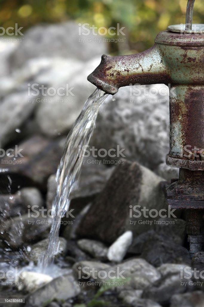 Velhas enferrujadas Bomba de água foto de stock royalty-free