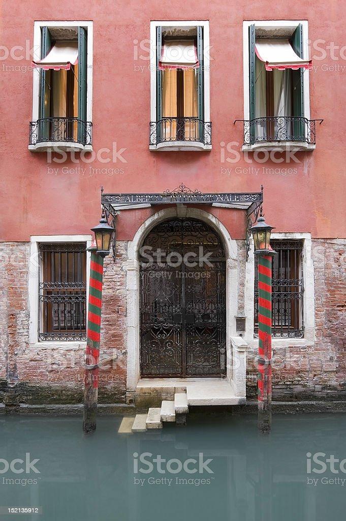 Alte, rustikale, Venetian Hotel Lizenzfreies stock-foto