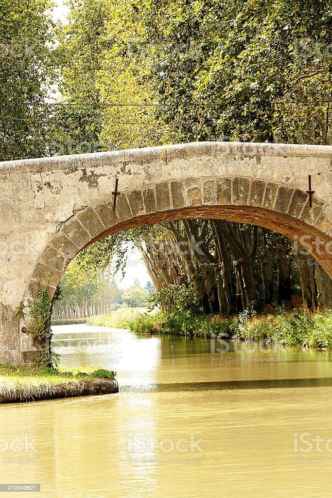 Old Stone Bridge-Canal du Midi, Linguadoca Francia foto stock royalty-free