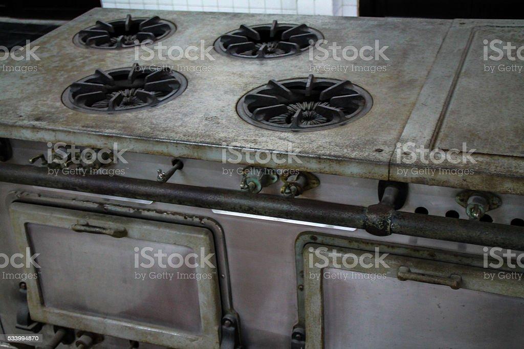 Vieux style de cuisine commerciale cuisson et un four. photo libre de droits