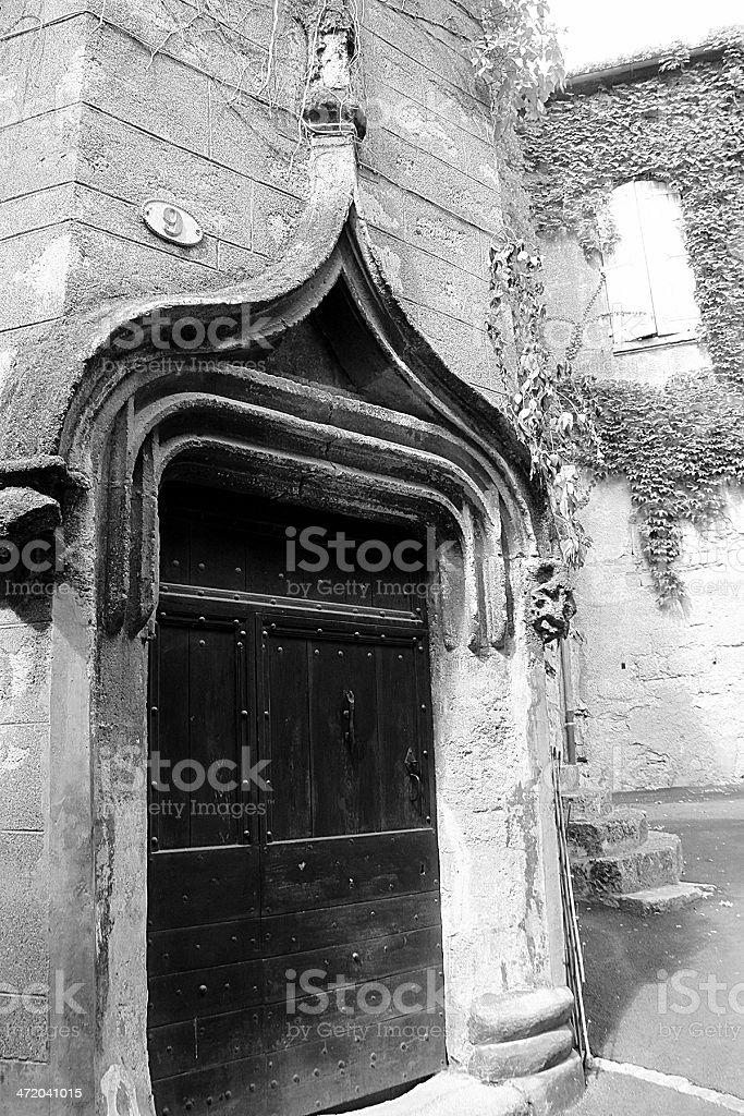 Vecchio tradizionale porta in Pézenas foto stock royalty-free