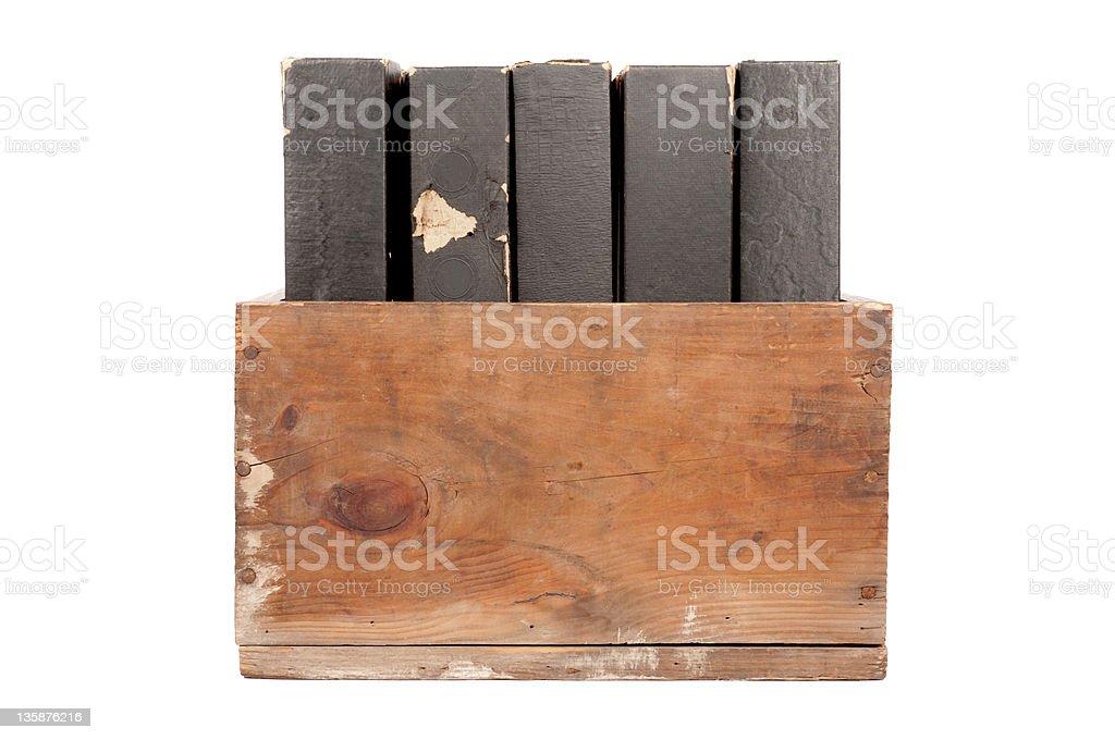 Caixa de madeira velha com Piano Rolls foto royalty-free