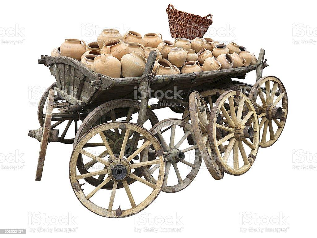 Antigo de madeira carrinho cheio de barro Olaria, rodas e o cesto foto de stock royalty-free
