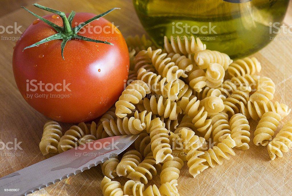 올리브 오일, 파스타, 신선한 토마토색 royalty-free 스톡 사진