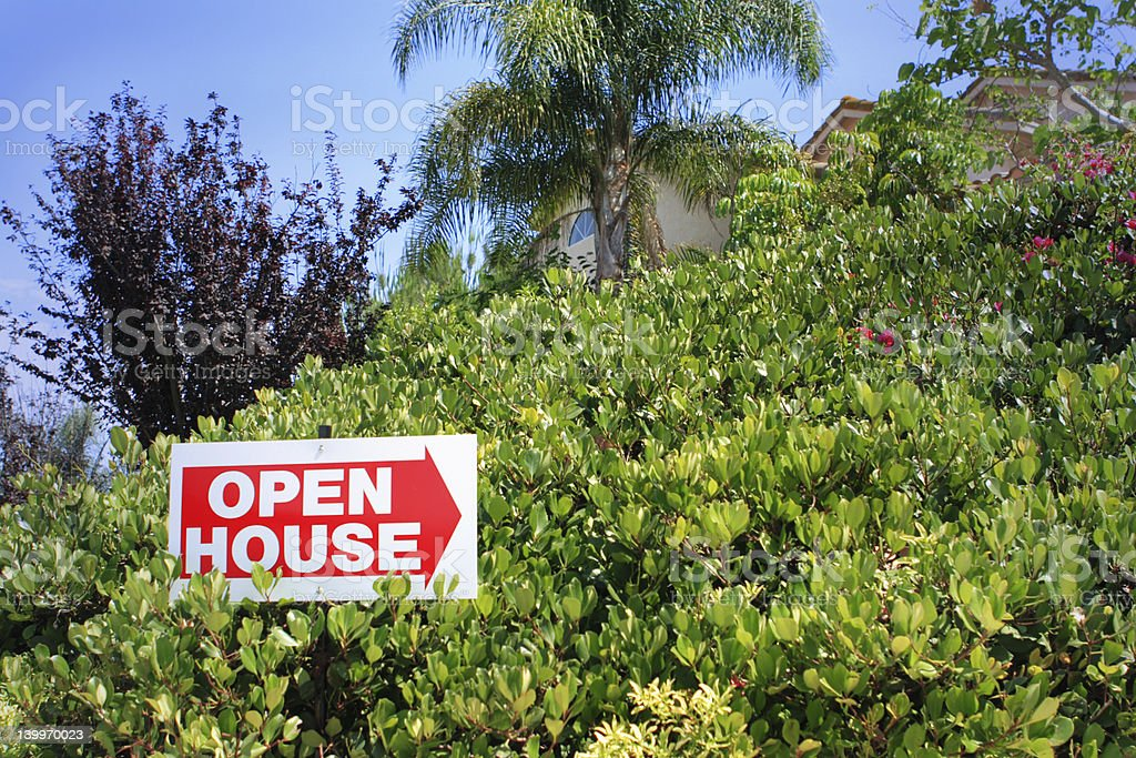 Portes ouvertes signe avec les toits photo libre de droits