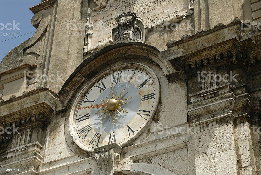 Ornamentado reloj, Spoleto, Italia foto de stock libre de derechos