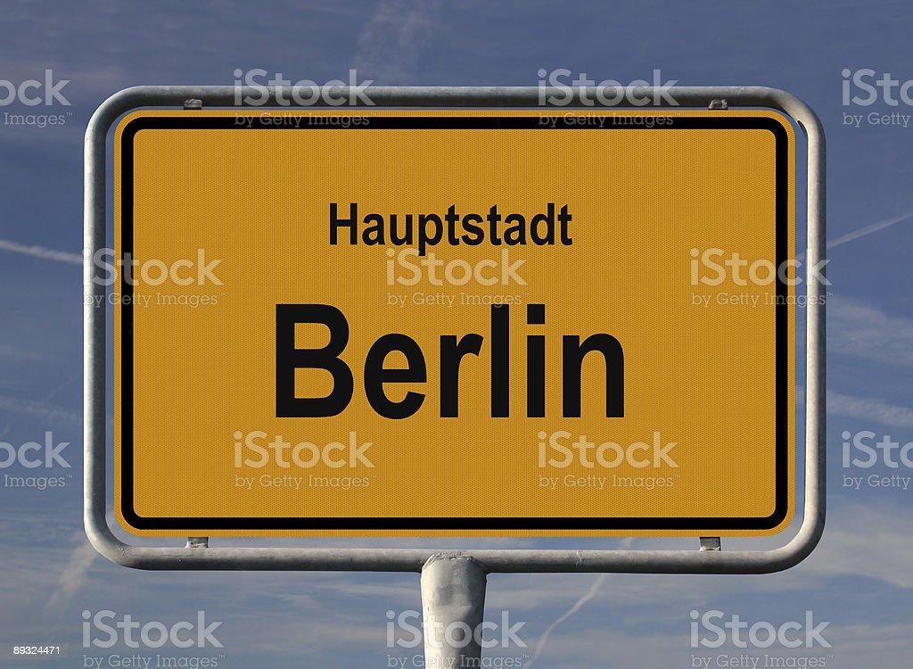 Ortseingangsschild Hauptstadt Berlin royalty-free stock photo