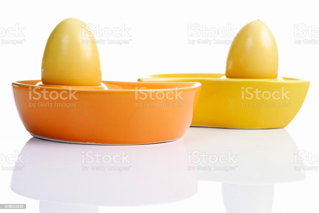 Ostern, Keramikschälchen, Ostereier, gefärbte Eier stock photo