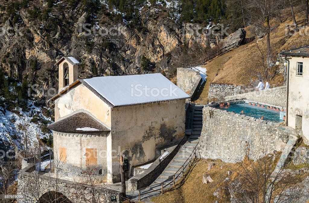 Outdoor hot tub on the mountains - Bagni Vecchi Bormio stock photo