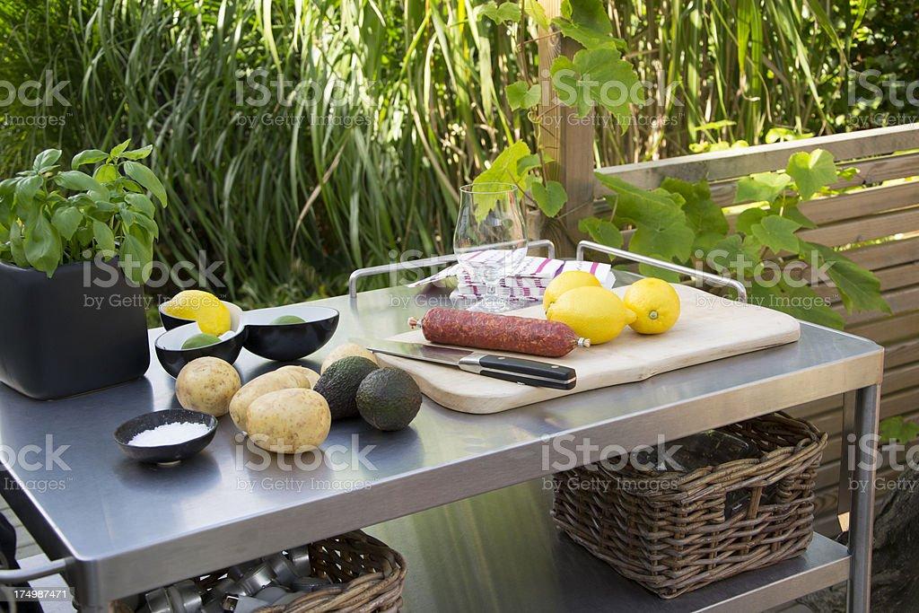outdoorküche mit edelstahltisch stockfoto 174987471 | istock - Edelstahl Outdoor Küche