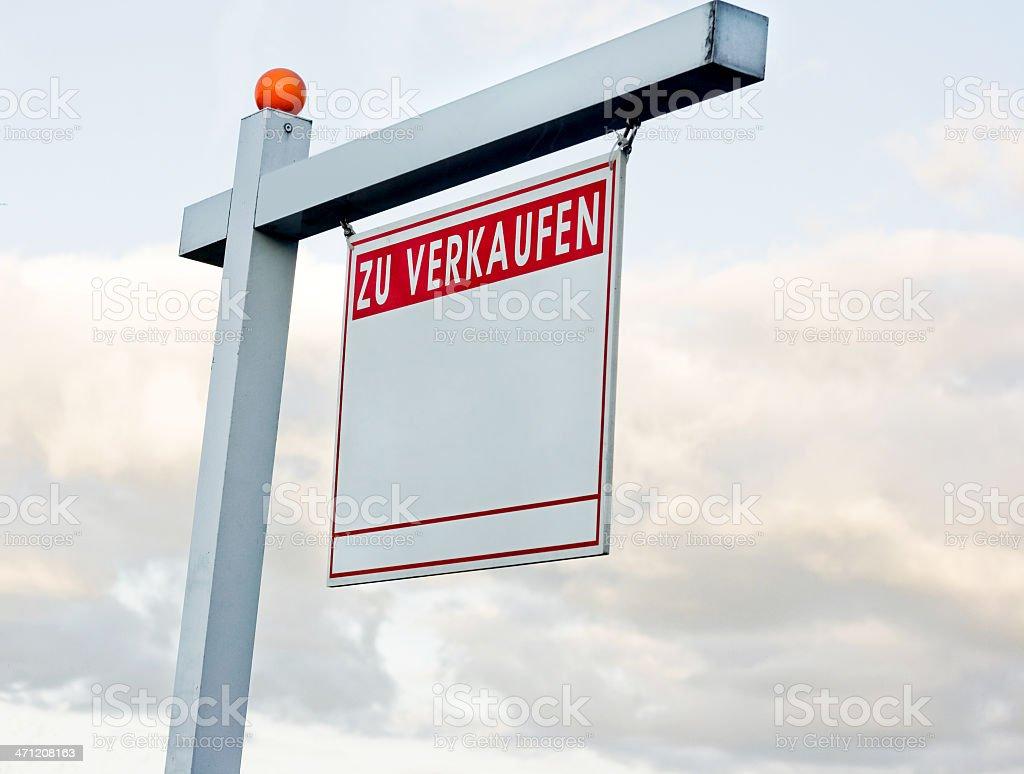 outdoor 'zu verkaufen' Schild stock photo