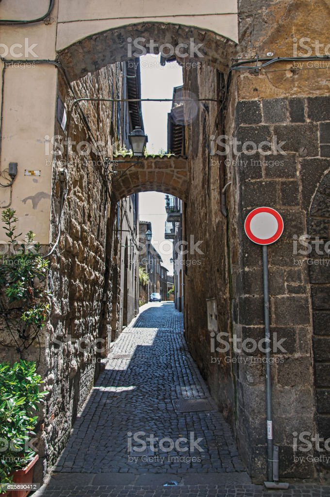 Overview of a narrow alleyway with old buildings and traffic sign at the town of Orvieto stock photo