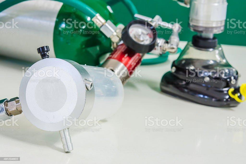 Sauerstoffzylinder Maske mit Ventil und aspirator Nachfrage Lizenzfreies stock-foto