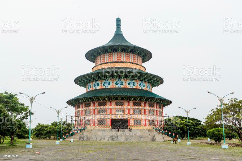 Pagoda Tian Ti di Kenjeran in Kenpark Surabaya, Indonesia stock photo