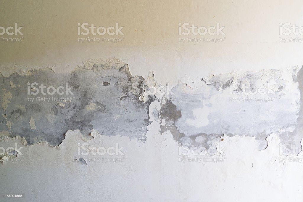 peeling de peinture sur le mur de béton blanc photo libre de droits