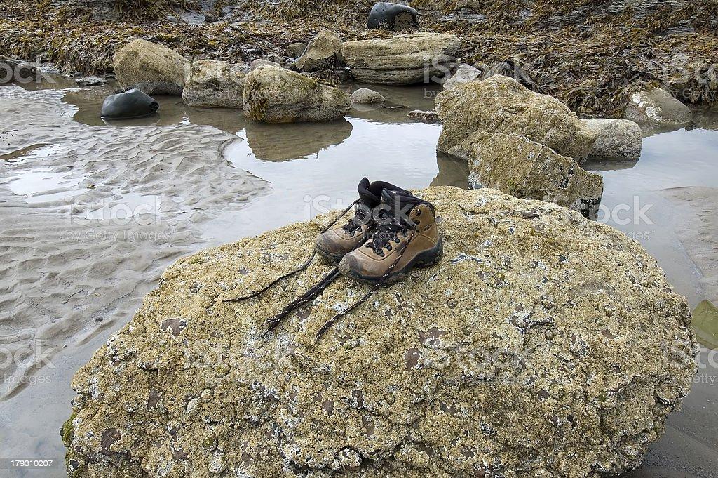 ペアの孤独なハイキングブーツ ロイヤリティフリーストックフォト