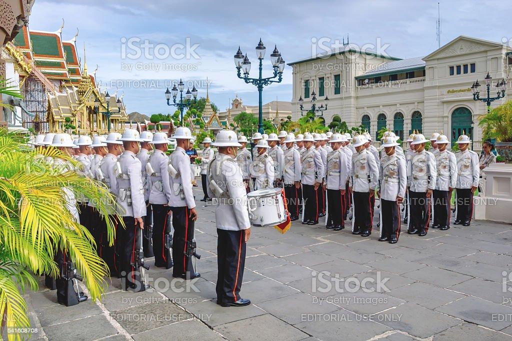 Guarda no desfile em Wat Phra Kaew. foto royalty-free