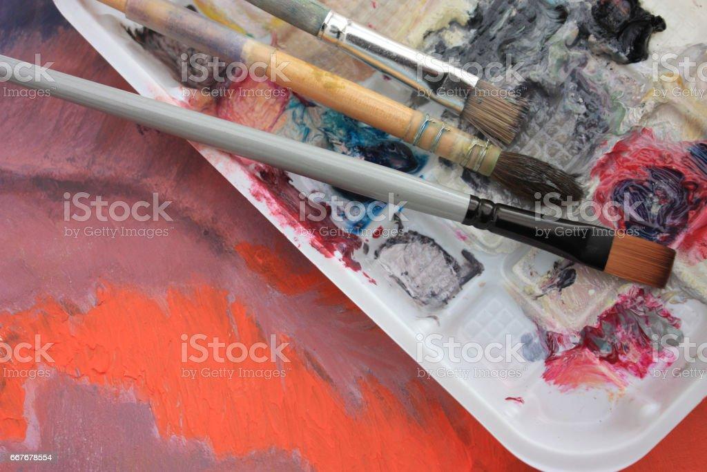 Palette de peintures - Pinceaux - Atelier d'Artiste stock photo
