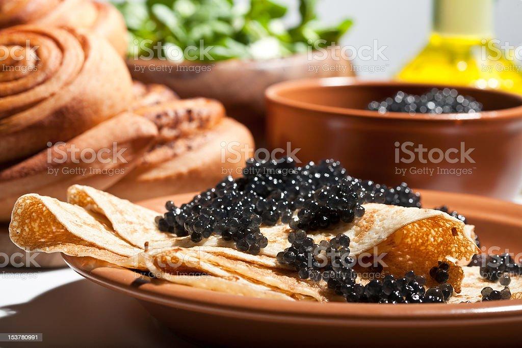 Pfannkuchen mit schwarzen Kaviars – Foto