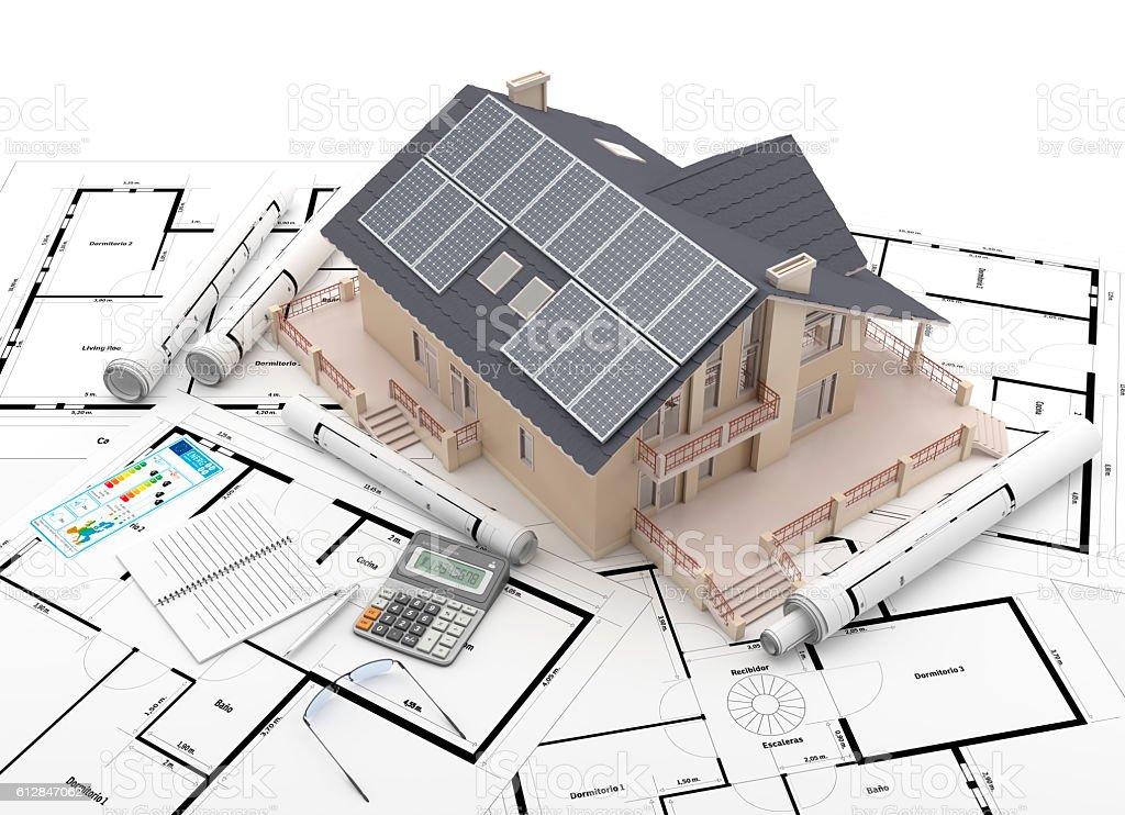 Paneles solares sobre el tejado de una casa stock photo
