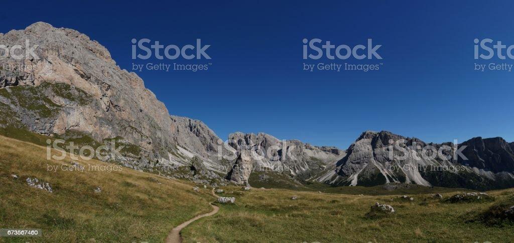 Panorama Aussicht auf Puez Geisler Naturpark Gebirgskette stock photo