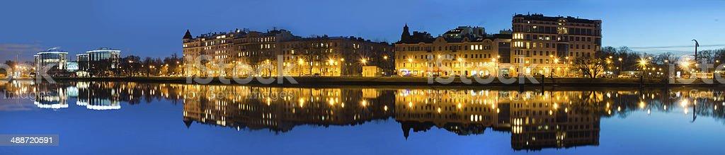 panorama da noite Cidade foto de stock royalty-free