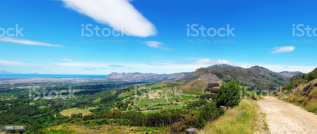 Panorama: Table Mountain's rear slopes past Constantia vineyards to Muizenberg stock photo