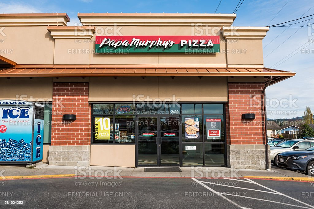 Papa Murphy's Pizza store that caters take and bake pizza stock photo