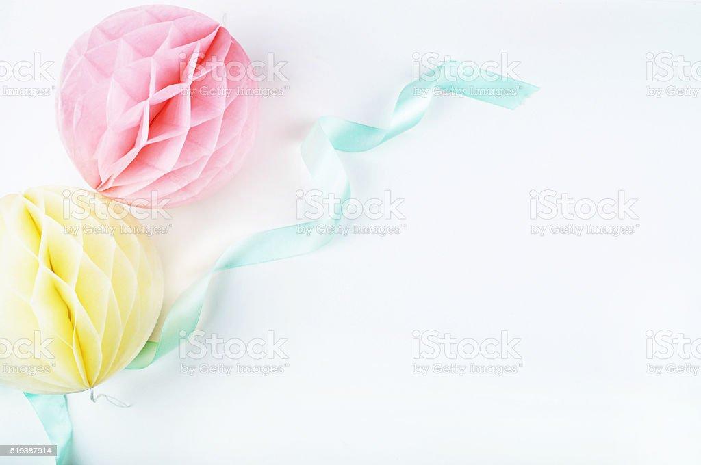 Papel colorido bolas. Maquete de fundo. Convite de Casamento foto royalty-free