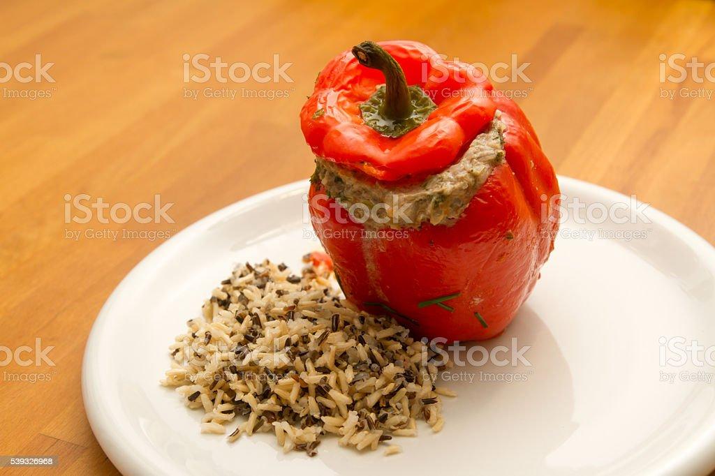 Paprikaschote mit Hackfleisch und Reis stock photo